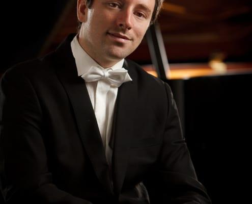Daniel Fritzen vor dem Konzertflügel