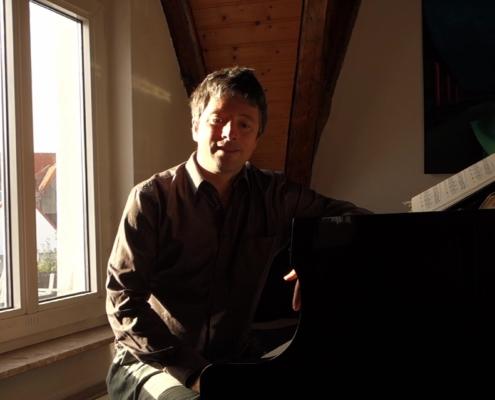 Pianist Daniel Fritzen erläutert